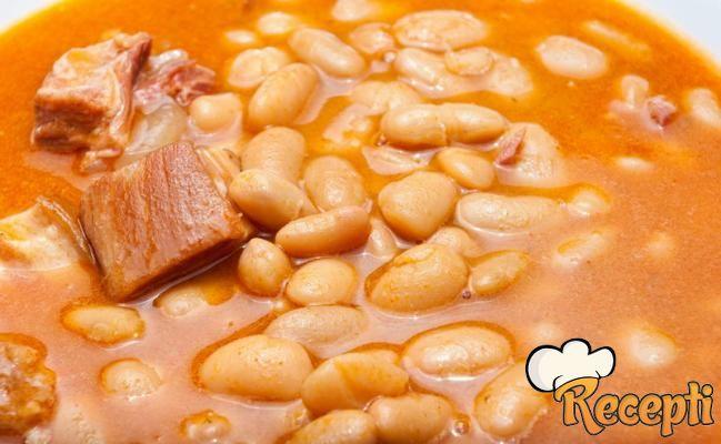 Čorbast pasulj sa svinjskim nožicama