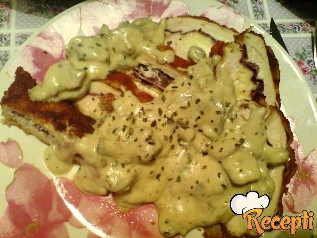 Punjena piletina u sosu od šampinjona