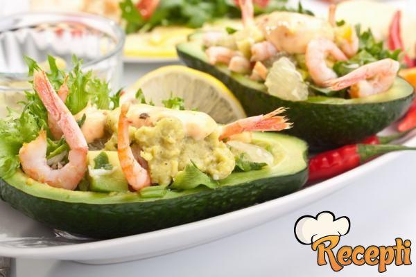 Салат из авокадо с креветками в авокадо