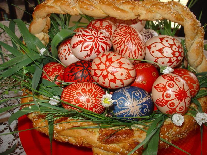 Šaranje vaskršnjih jaja voskom zoom