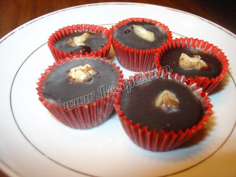 Čokoladne praline sa višnjom i orahom