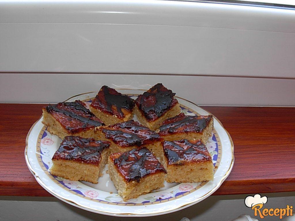 Brzi kolač sa pekmezom i cimetom