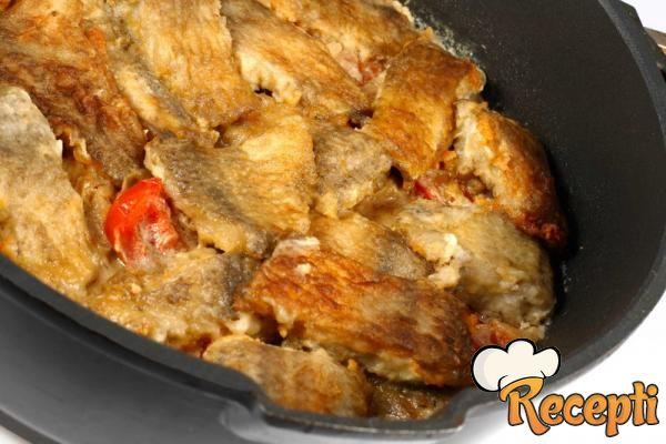 Riba pečena u sosu