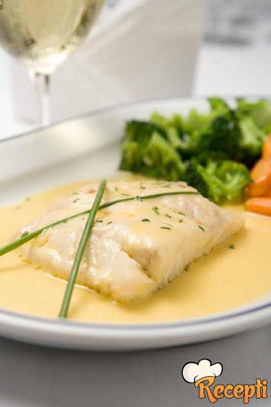 Bela riba u belom sosu