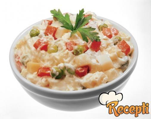 Pileća salata sa graškom