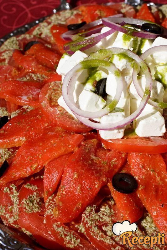 Salata sa pečenom paprikom i susamom