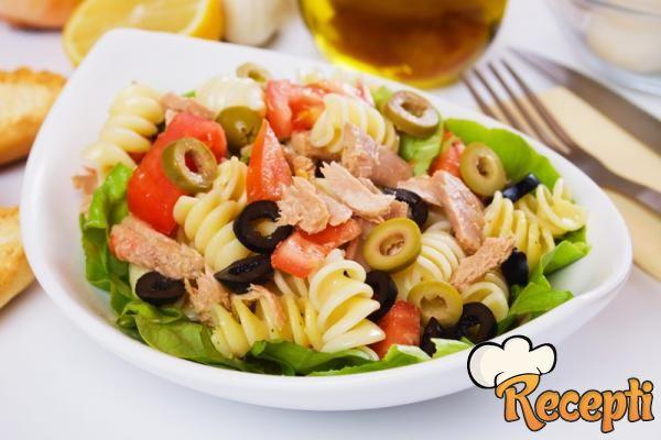 Salata od testenine sa tunjevinom