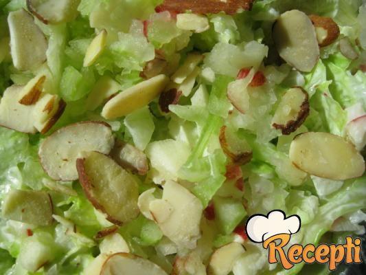 Zelena salata sa orasima