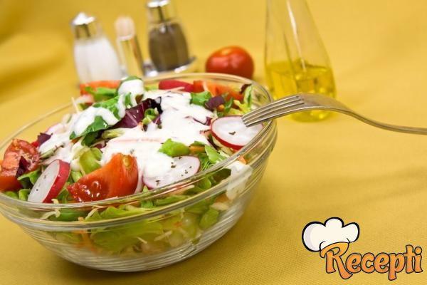 Zelena salata sa kiselim mlekom