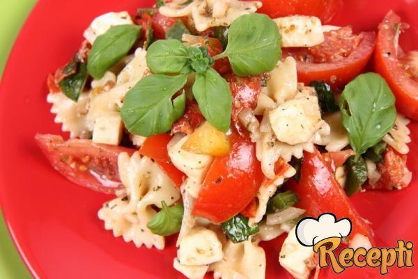 Salata od povrća sa špagetima