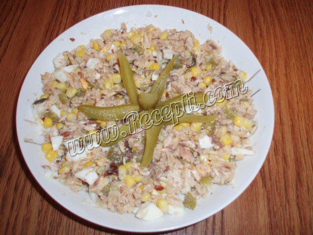 Salata sa skušom i integralnim pirinčem