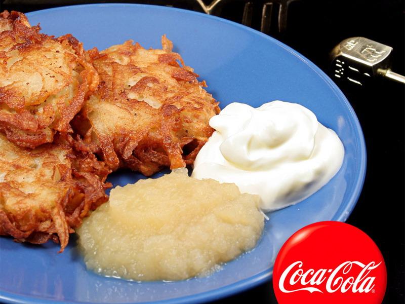 Palačinke od krompira sa sosom od kisele pavlake i pireom od jabuka