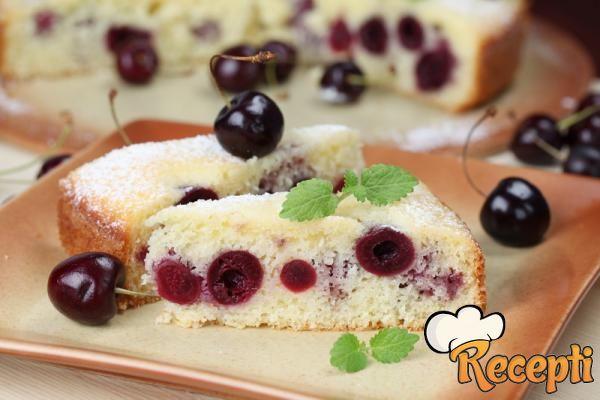 Letnja torta sa višnjama