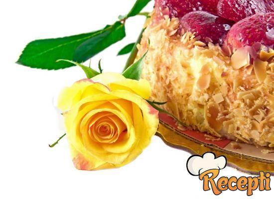 Kremisimo torta sa jagodama