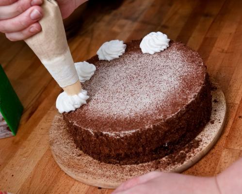 Snikers torta sa rozen korama
