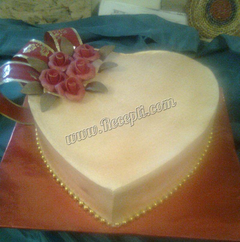Torta sa crvenim voćem