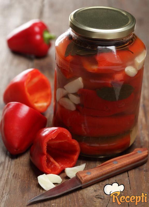 Crvena paprika sa peršunom i belim lukom