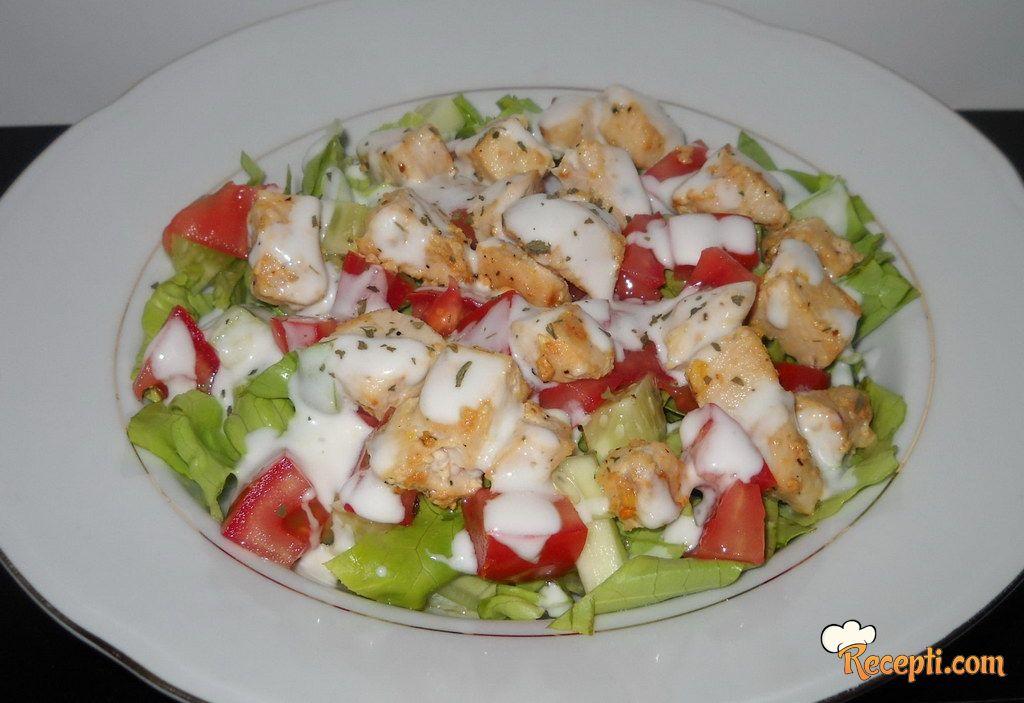 Zelena salata sa piletinom