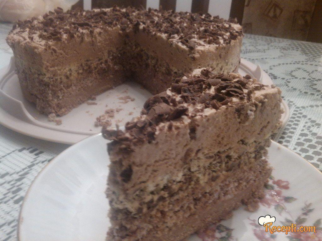 Kapućino torta sa lešnicima