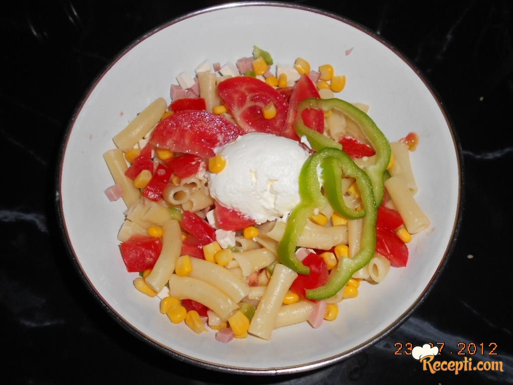 Salata sa kukuruzom i testeninom