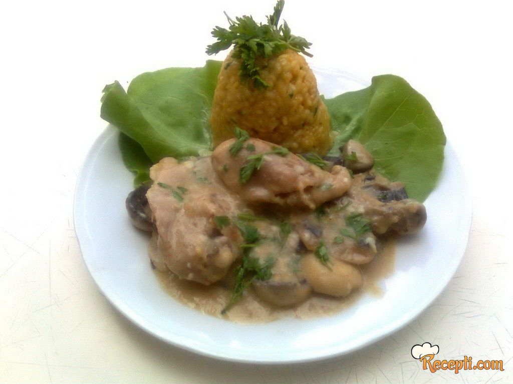 Piletina u sosu od pečuraka