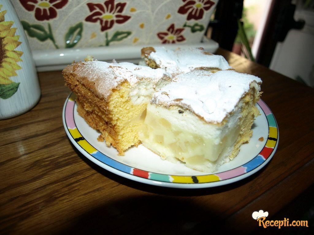 Voćni kolač (kruške ili breskve)