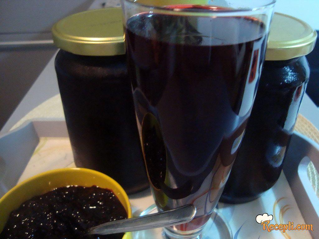 2 u 1 sok i džem od divljih kupina