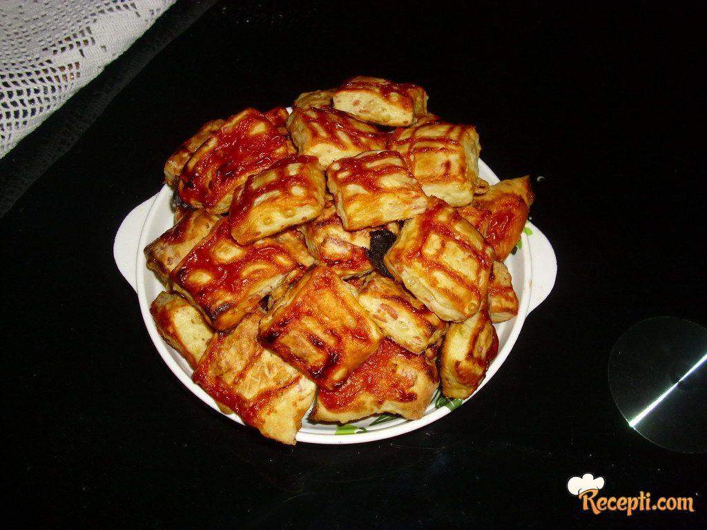 Kockice sa kečapom i šunkom