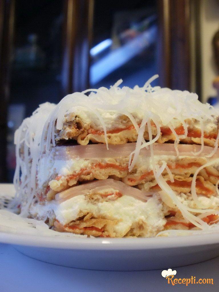 Slana torta sa pečenim paprikama