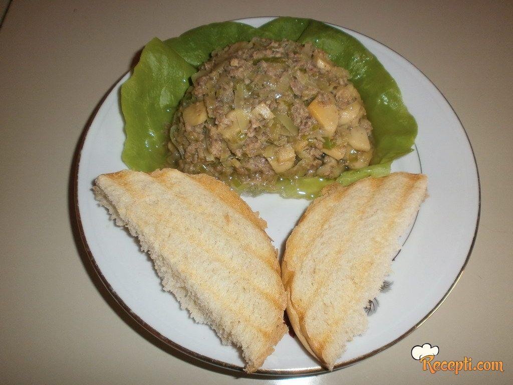 Salata sa tunjevinom (2)