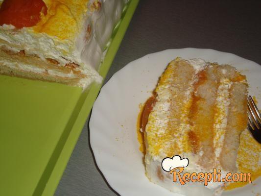 Šlag torta sa kajsijom