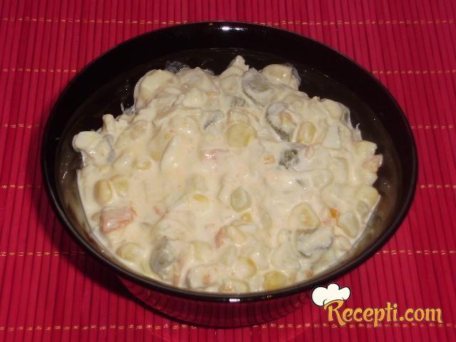 Salata sa kukuruzom i belim mesom