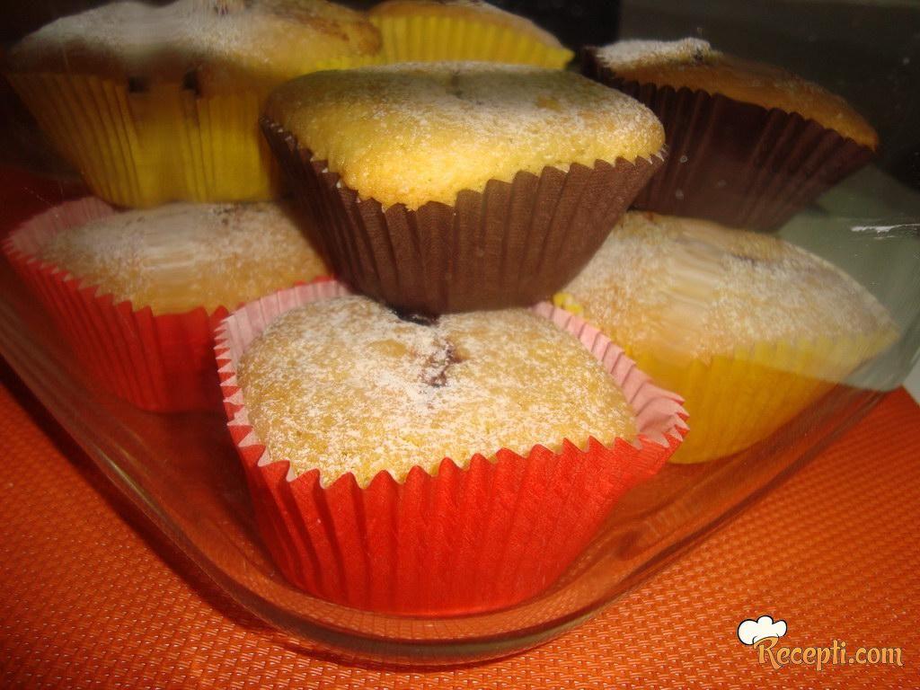 Cupcakes sa džemom od kupina