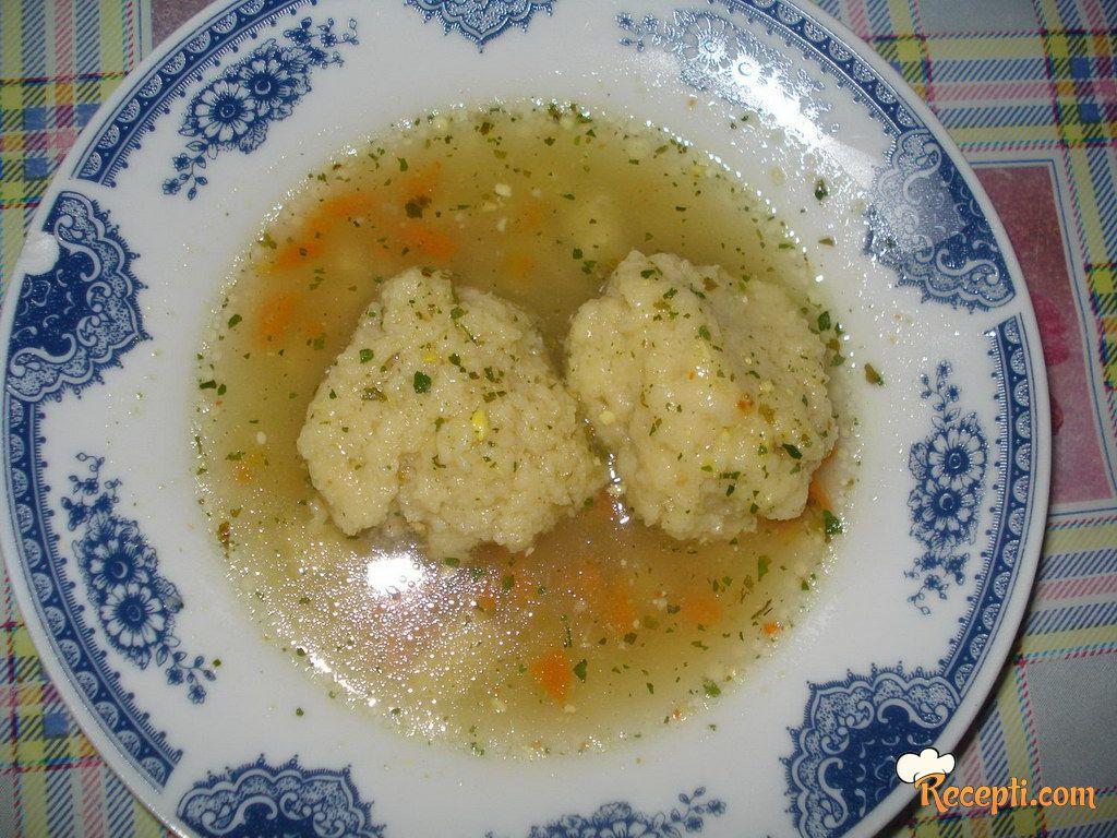 Domaća supa sa griz knedlama