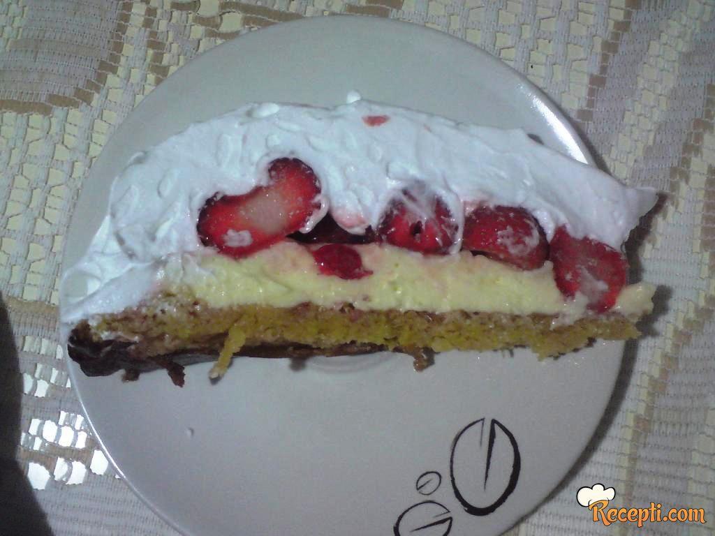 Kremasta torta sa jagodama