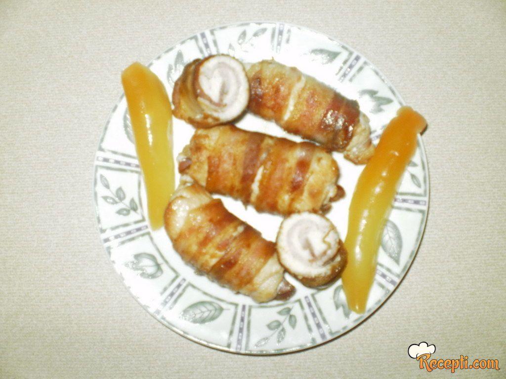 Rolnice od pilećeg belog mesa sa slaninom i šunkom