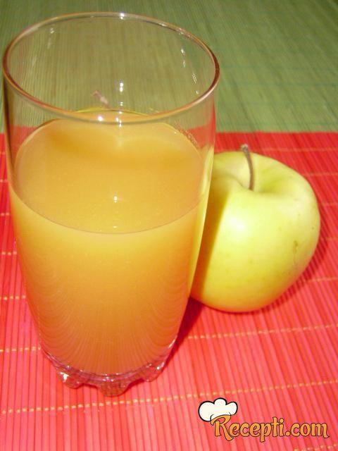 Sok od jabuke i šargarepe