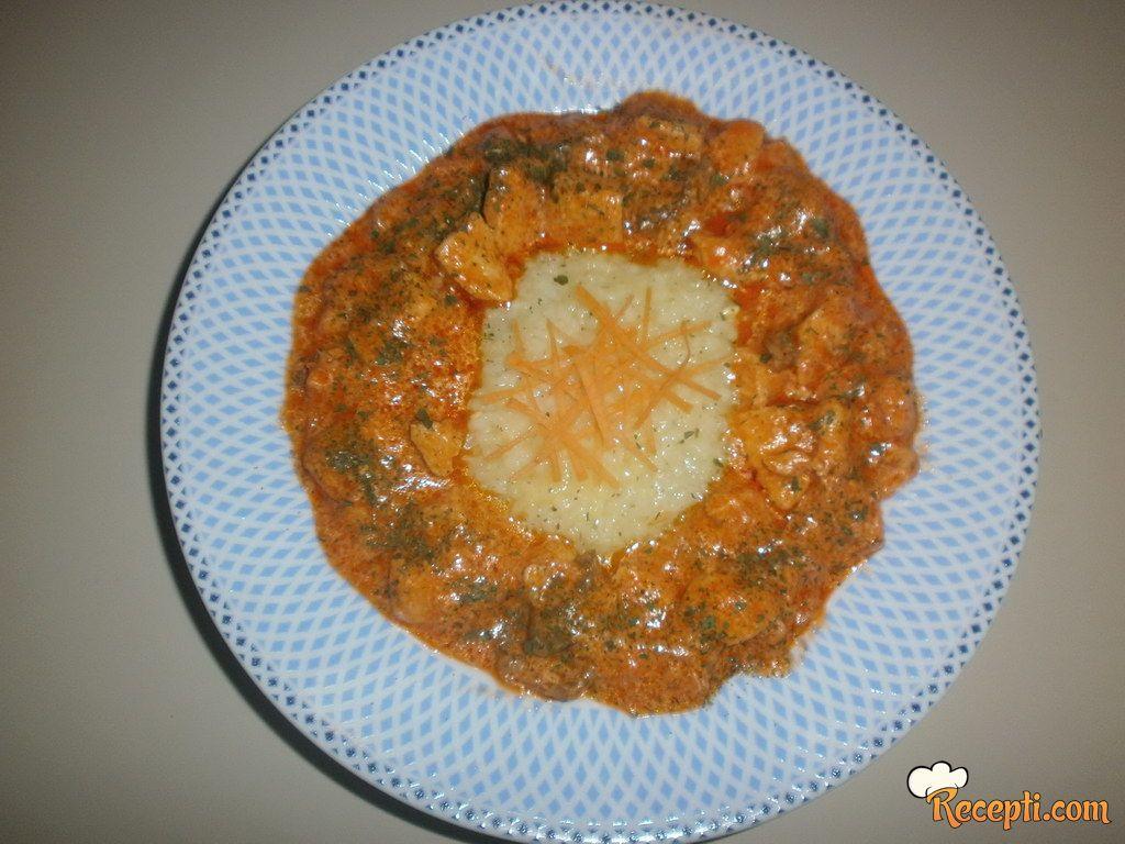Pileće meso u kari sosu