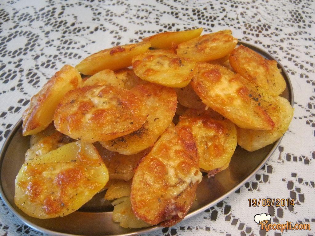 Pečeni krompir sa kačkavaljem