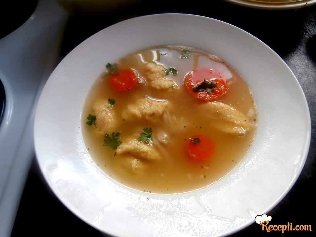 Pileća supa sa griz knedlicama