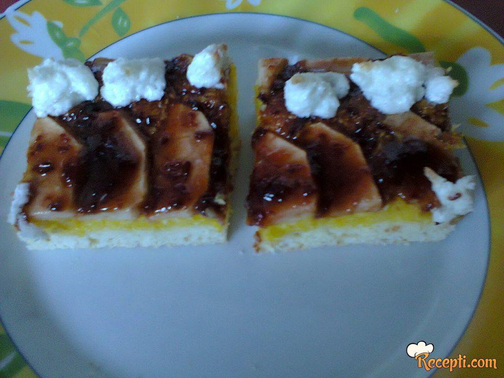 Plitki kolač od jabuka