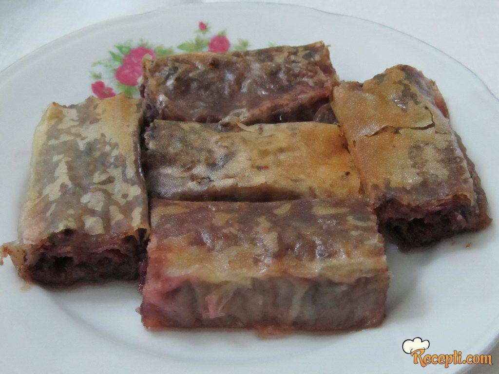 Cigaret baklave sa višnjama i čokoladom