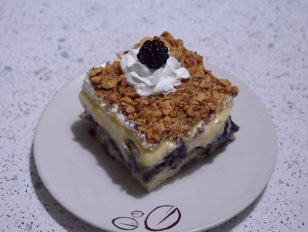 Torta sa kupinama i lešnikom