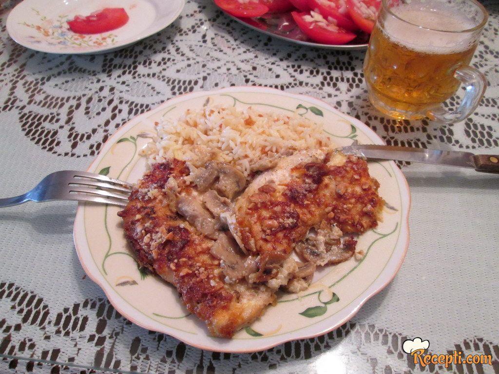 Piletina sa pečurkama i kikirikijem