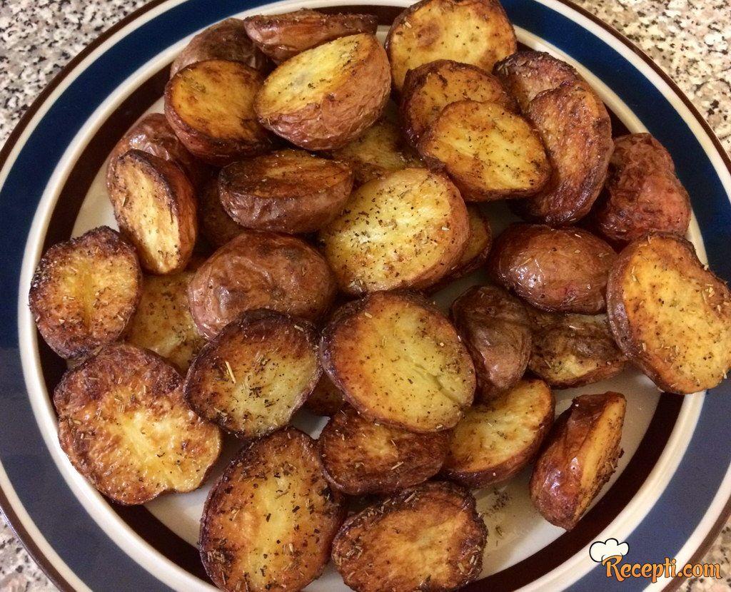 Pečeni mladi krompirići sa ruzmarinom