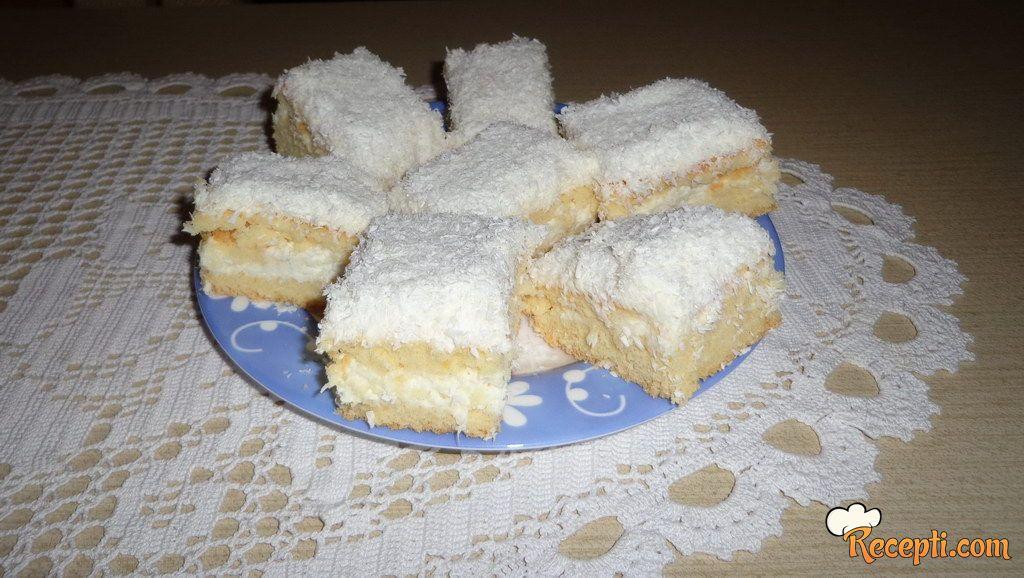 Beli kolač od kokosa