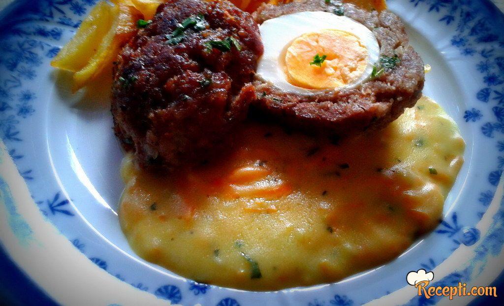 Ćufte punjene jajima sa sosom od šargarepe