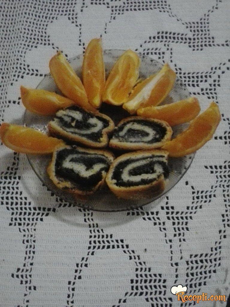 Štrudla sa makom i pomorandžama