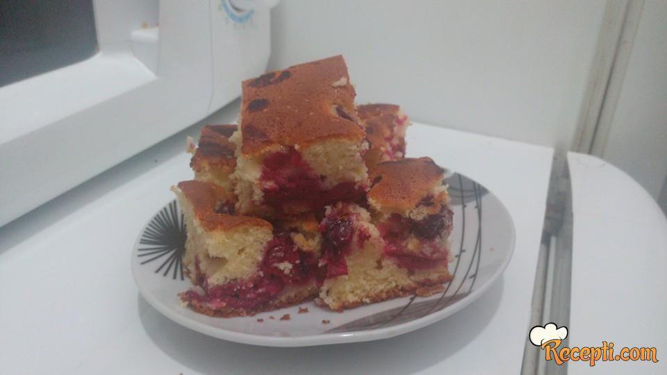 Brzi kolač sa višnjama (2)