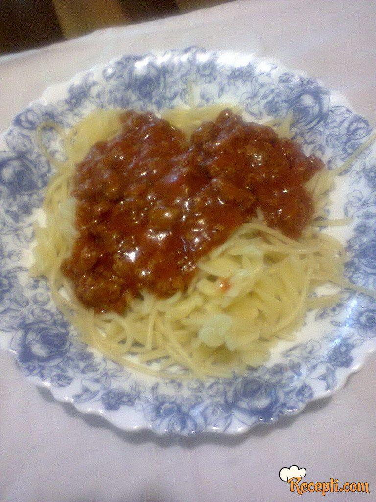 Špageti sa paradajz sosom
